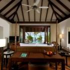 Bedroom With timber Anantara Kihavah Villas