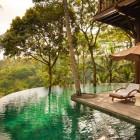 Cozy Sunbathing Como Shambhala Resort