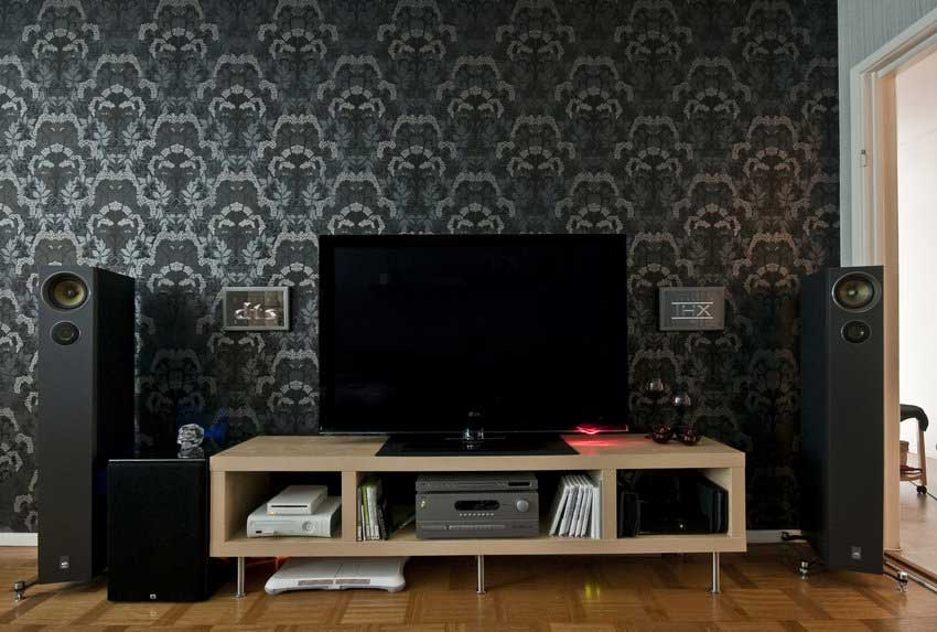 Dark wallpaper living room tv setup interior design ideas for Best living room setup