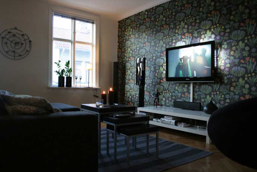 Floral wallpaper living room tv setup interior design ideas for Best living room setup