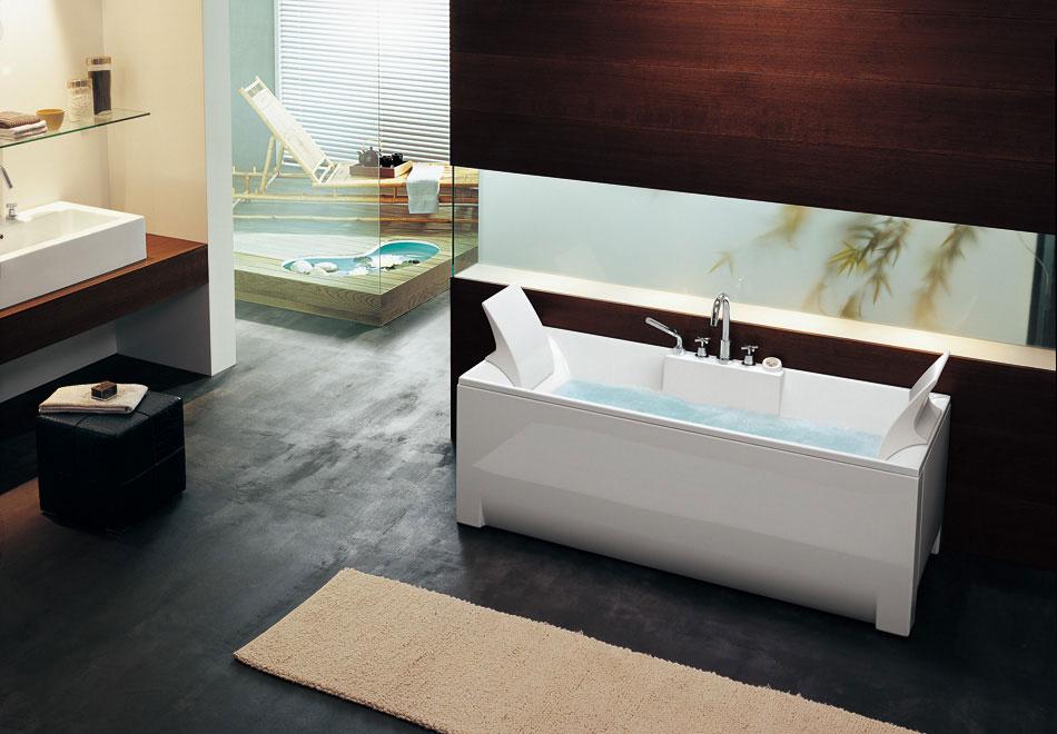 Rectangular Bathtub with Small Rugs by BluBleu