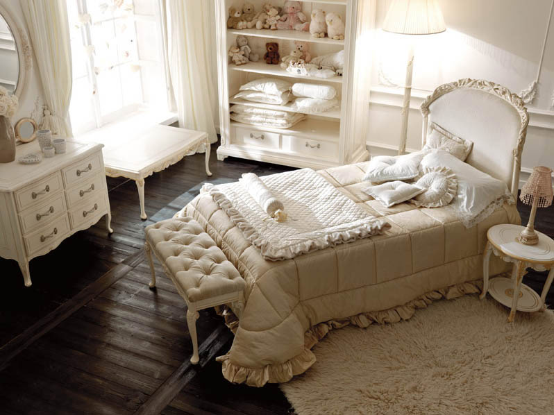 Shining italian classic interior girls bedroom interior for Luxury classic bedroom designs