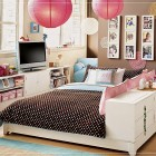 Sweet Teen Rooms for Girls with Pink Lantern