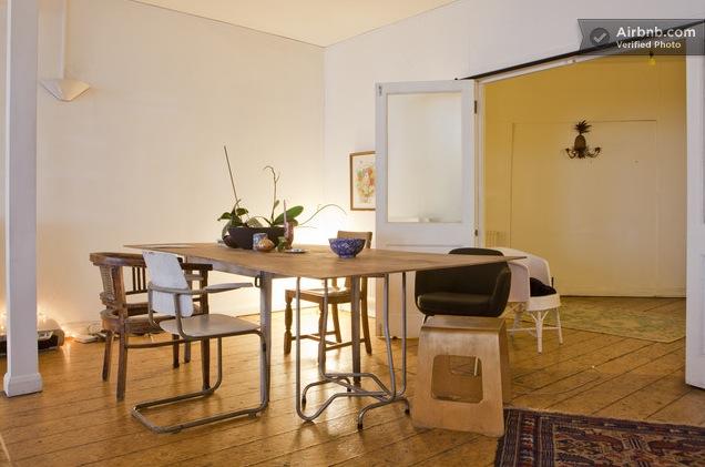 Beautiful open dining room of paris loft interior design for Loft dining room ideas