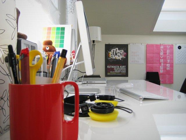 Fance Teen Mac Desk Bright workspace
