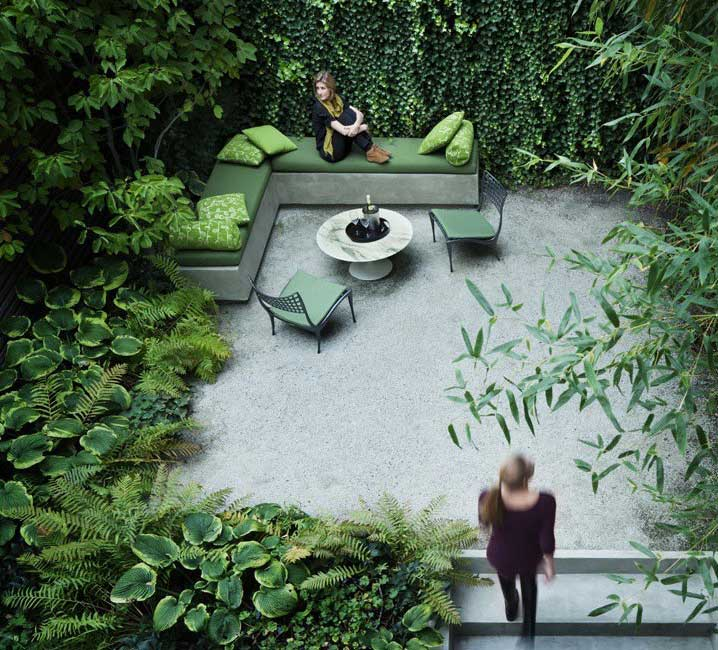 Cool Small Urban Garden with Lots of Green Decoration