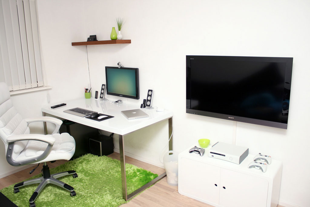 Functional Workspace with Multimedia Room