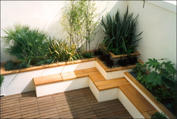 Japanese style roof terrace garden bamboo seating for Japanese decking garden