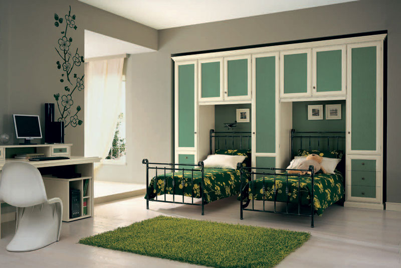 Twin Bed Classic Room with Green Floral Bedspread