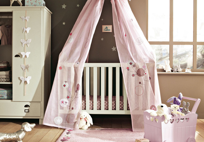 Beautiful Baby Nusery Crib with Soft Pink Valance