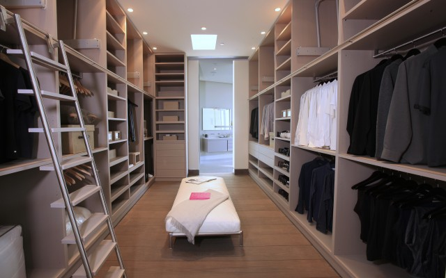Modern and large walk in closet design interior design ideas for Walk in closet remodel
