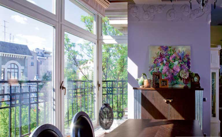 Traditional and Art Deco Apartment in Lilac and Plum Violet