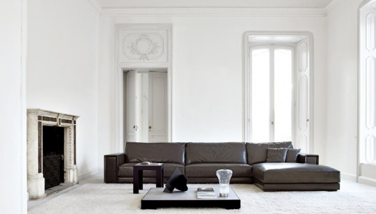 White Living Room with Broen Leather Sofa Design