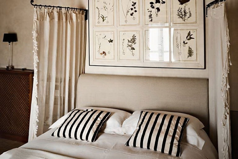 Awesome Bedroom with Striped Pilow Cover