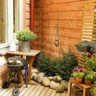 Corner Small Garden Apartment Ideas