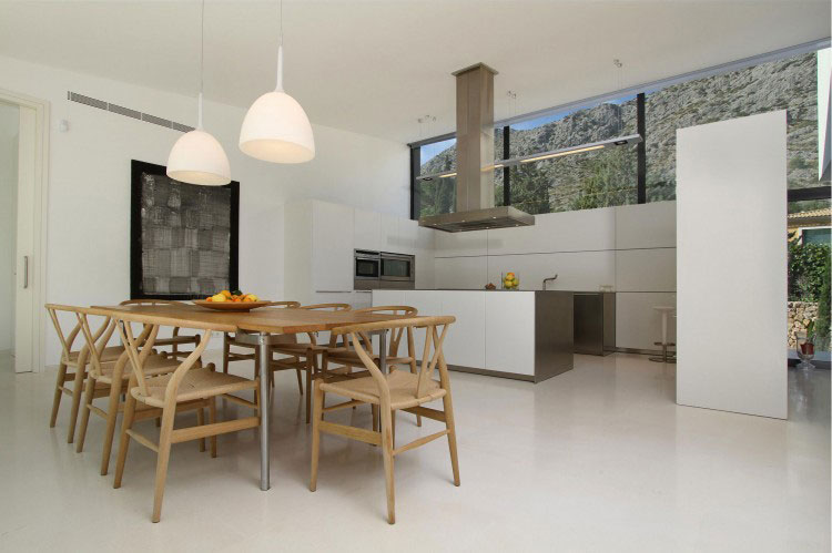 Luxury Dining Wishbone and Kitchen