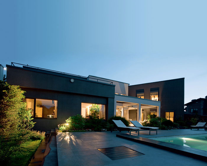 Minimalist Modern Home with Natural Selection