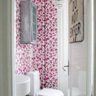 Mninimalist Small Bathroom with Flower Wall Decor