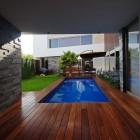 Modern House Coridor with Natral Stone Wall Tiles