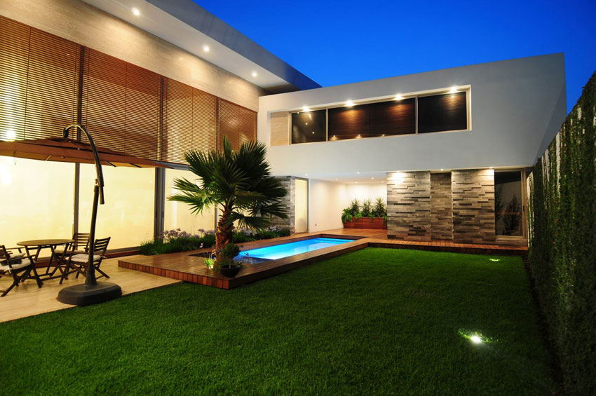 Modern house exotic backyard at night interior design ideas for Modern house at night