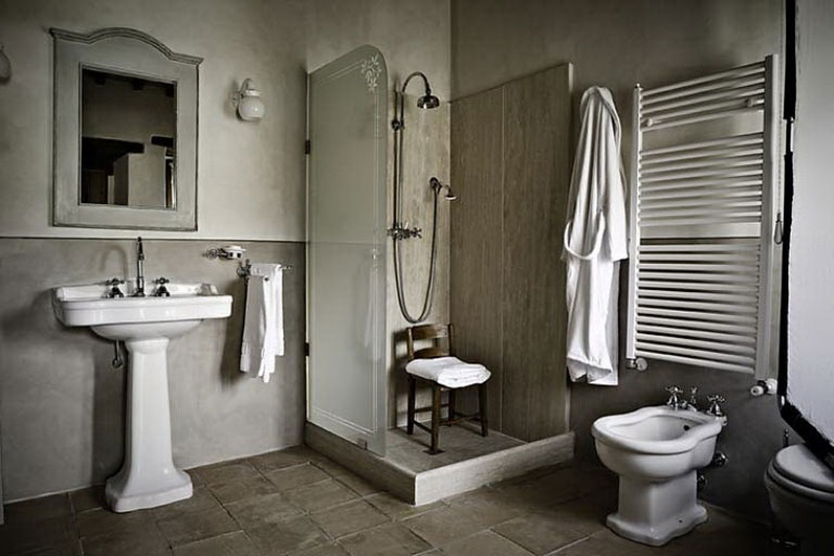 Simple and Minimalist Bathroom Design