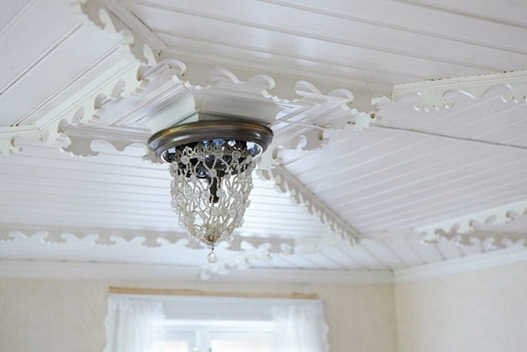 Luxury Ceiling Chandelier in Wihte House