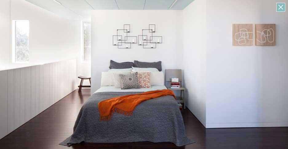 Modern White Badroom Design with Wooden Floor Ideas