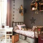 Single Teen Bedroom Decor with Girrafe and Star Decor