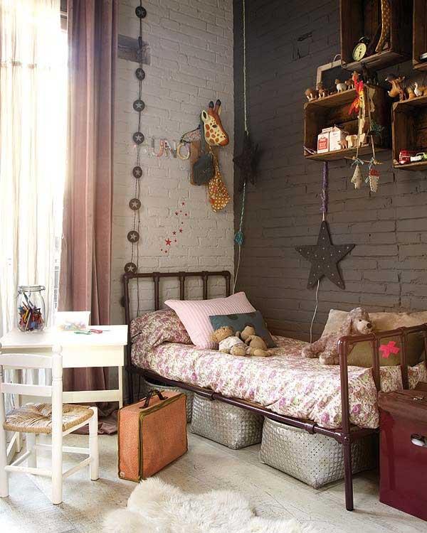Single Teen Bedroom Decor with Girrafe and Star Decor