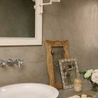 Vintage Sink Design with White Rose Decor