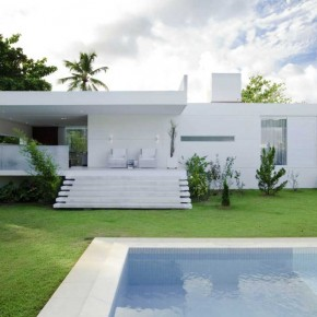 Awesome House Carqueija Design Pool and Backyard
