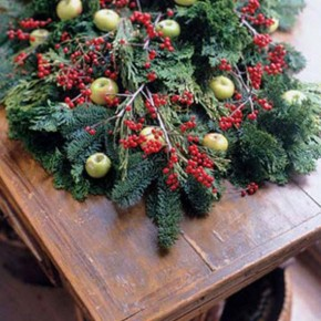 Catchy Christmas Holly Decor Ideas