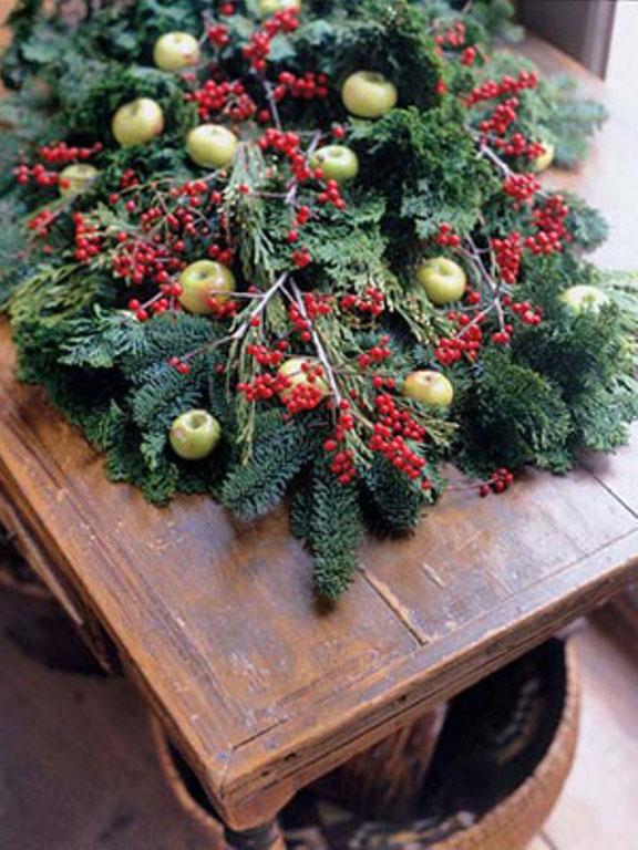 Catchy Christmas Holly Decor Ideas