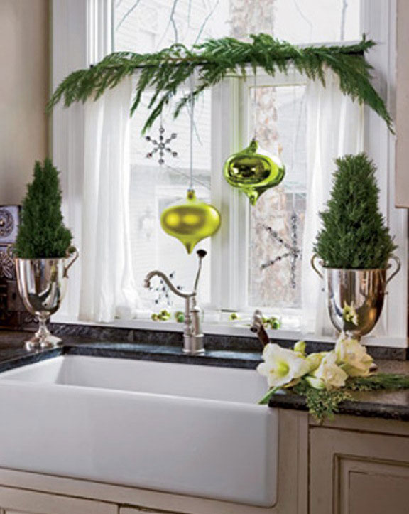 Cool Green Leaf Pine Christmas Decor for Sink