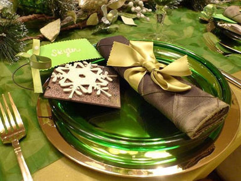 Cool Green Table for Christmas Decor