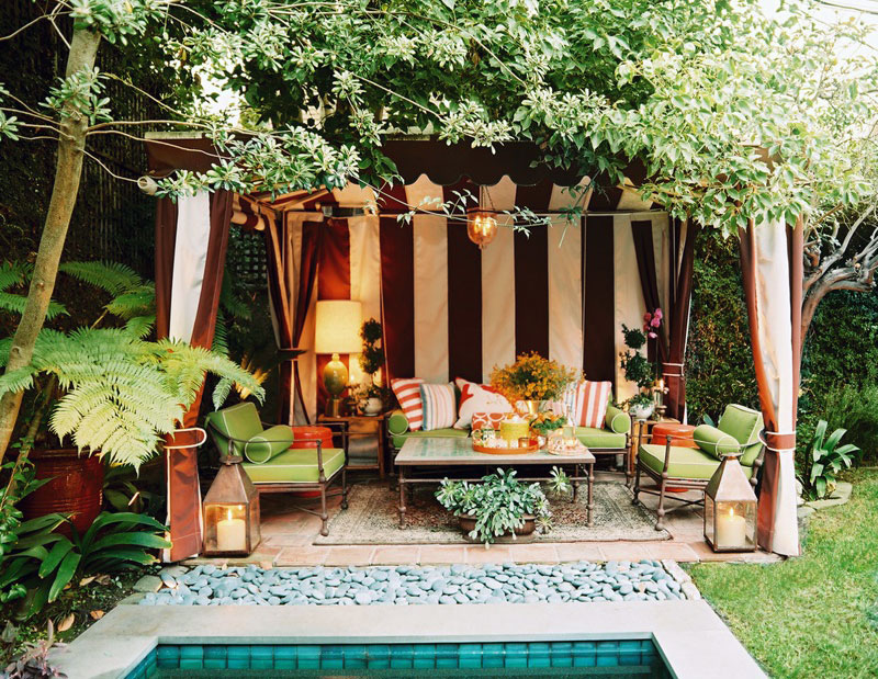 Pondside striped cabana outdoor decorating interior for Outdoor cabana decorating ideas