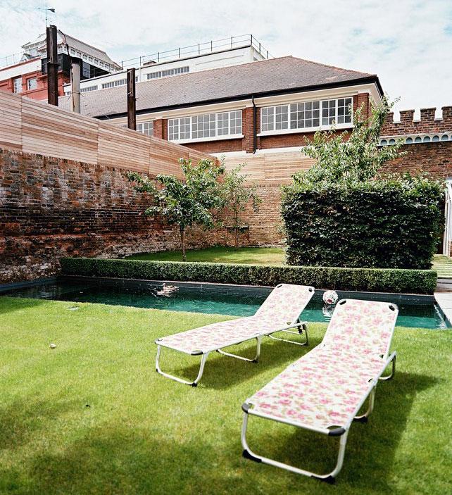 Poolside Sun Lawn Design Ideas