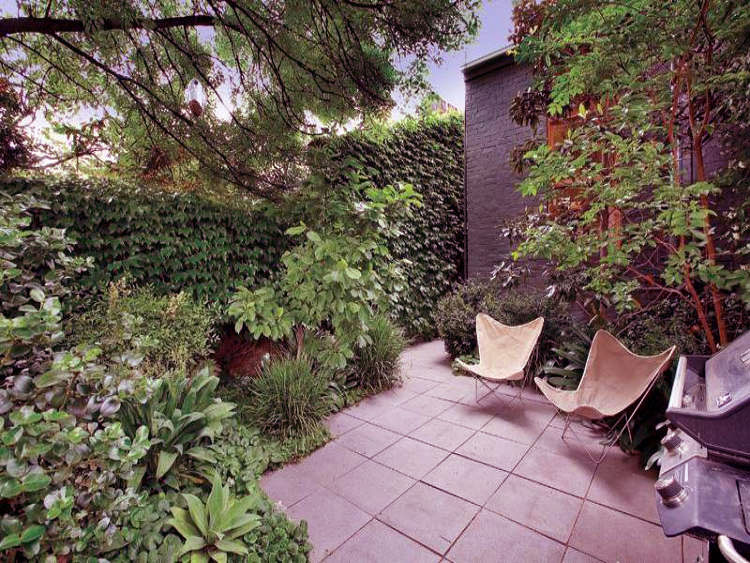 Small Patio With Butterfly Chairs Ideas