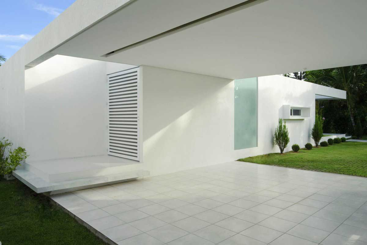 Tropical cool white house brazil interior design ideas for White minimalist house