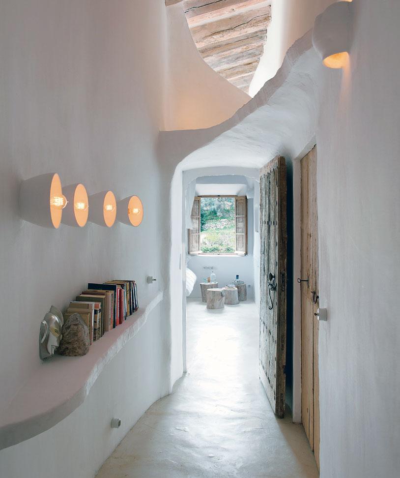 Home Hallway Design Ideas: Unique Cave Home Hallway With Old Door Design