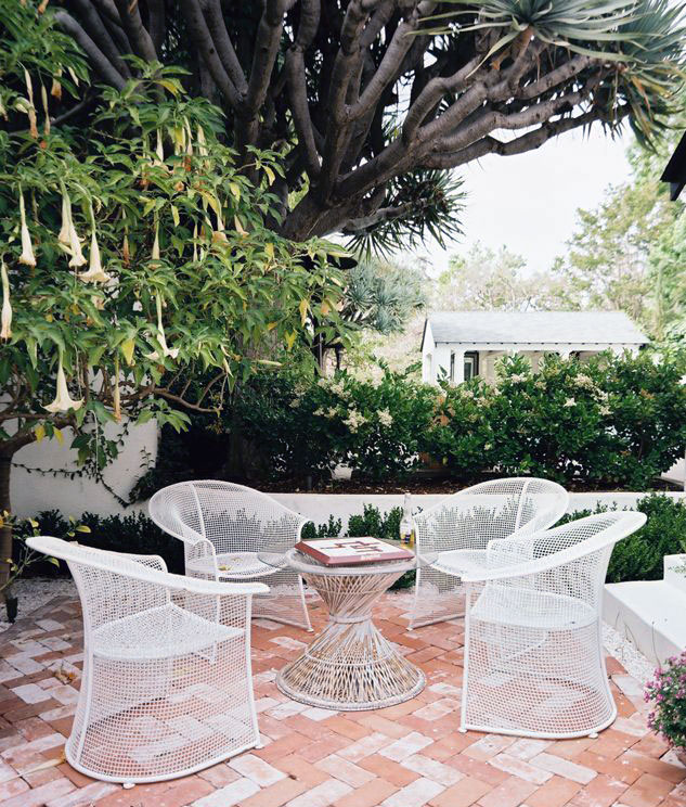 White Patio Furniture Under the Trumpet Flower Tree