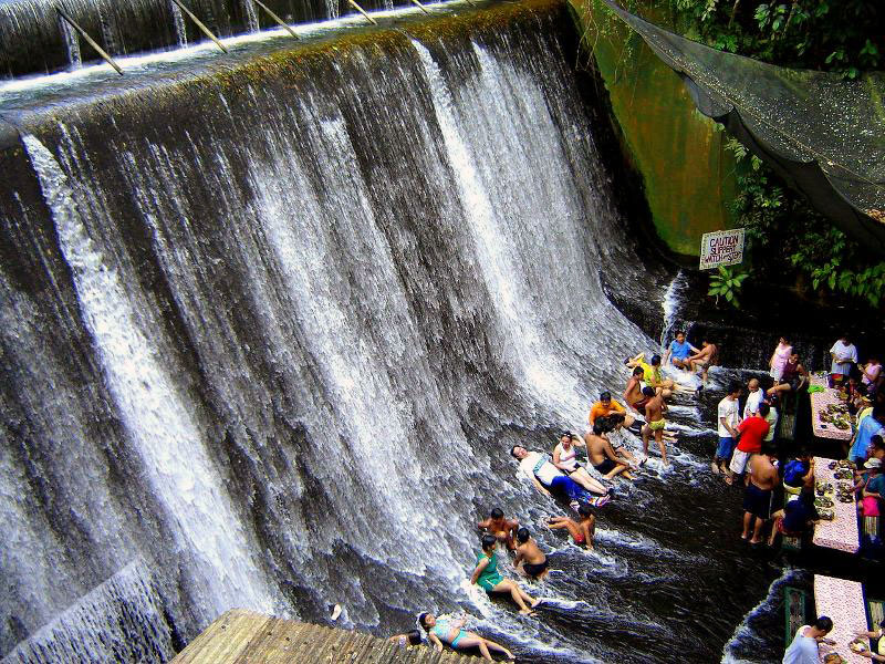 Amazing Villa Escudero Waterfall Restaurant