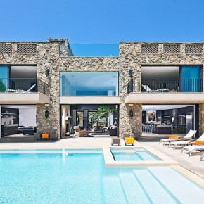 Awesome Castle House Pool with Pool Lounge Chairs