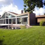 Beautiful Backyard Contemporary Villa