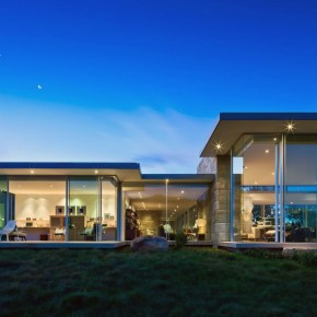 Beautiful Glass Wall Residence Design