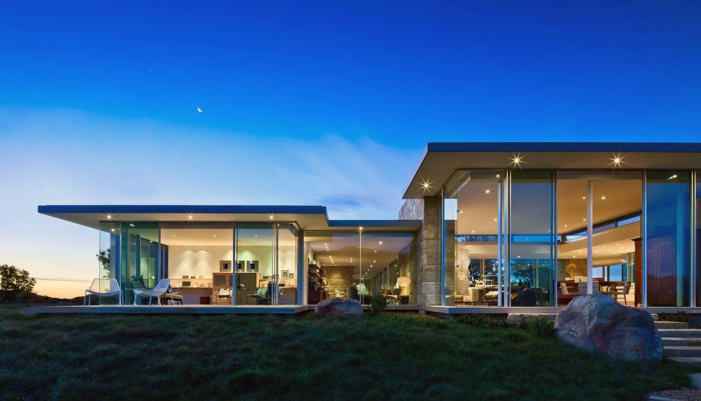 Beautiful Glass Wall Residence Design