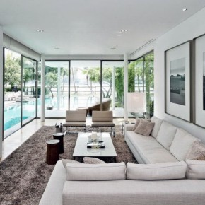 Beautiful Lounge with Pool View