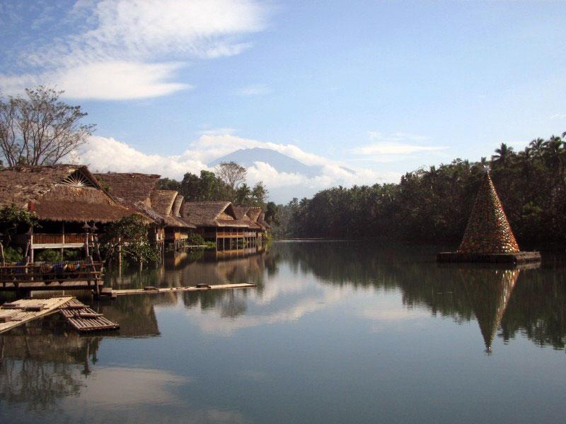 Beautiful Villa Escudero Lake Labasin