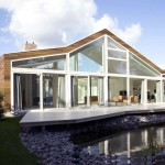 Contemporary Villa with Beautiful Small Pond