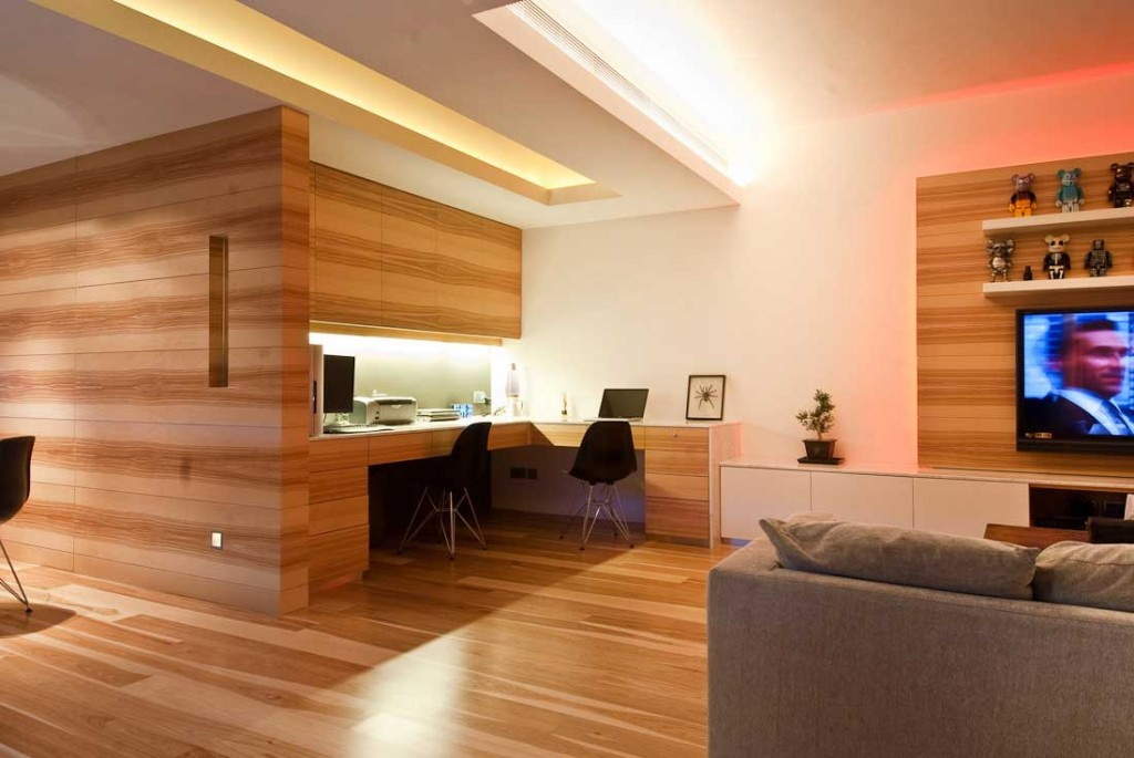 http://www.ghoofie.com/images/2012/01/Minimalist-Wood-Home-Office-Design-1024x685.jpg